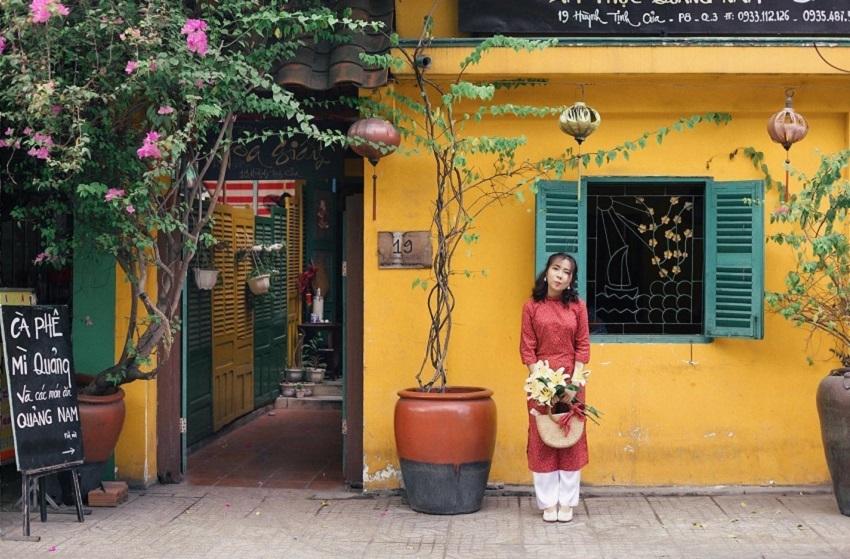 Tiệm cơm-cafe Hoa Giấy